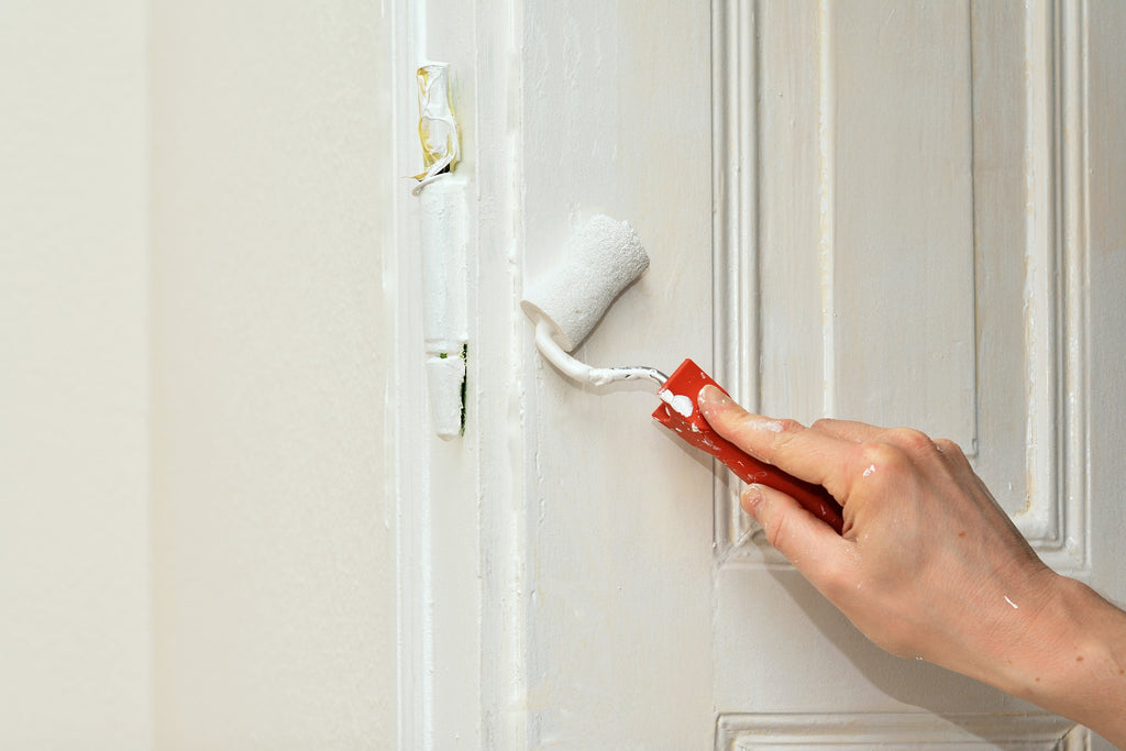 6 Steps to Paint Your Front Door Without Removing It