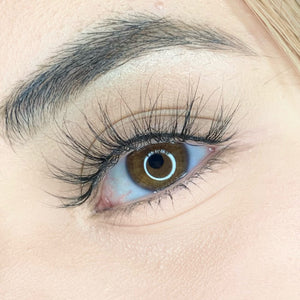 beautiful hazel eye wearing champagne lash from wink lashes. natural and sexy style