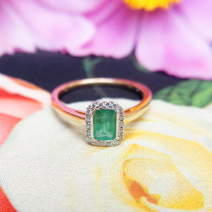 front view of emerald ring