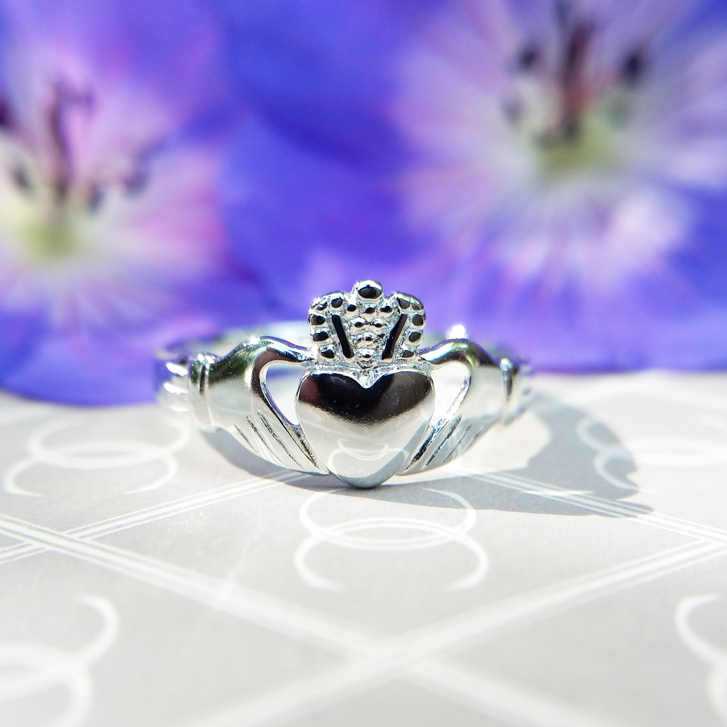 ladies silver irish claddagh ring