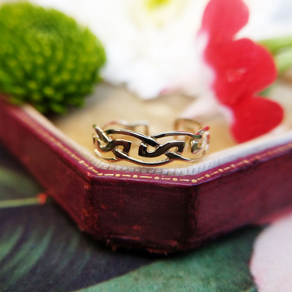 yellow gold celtic toe ring