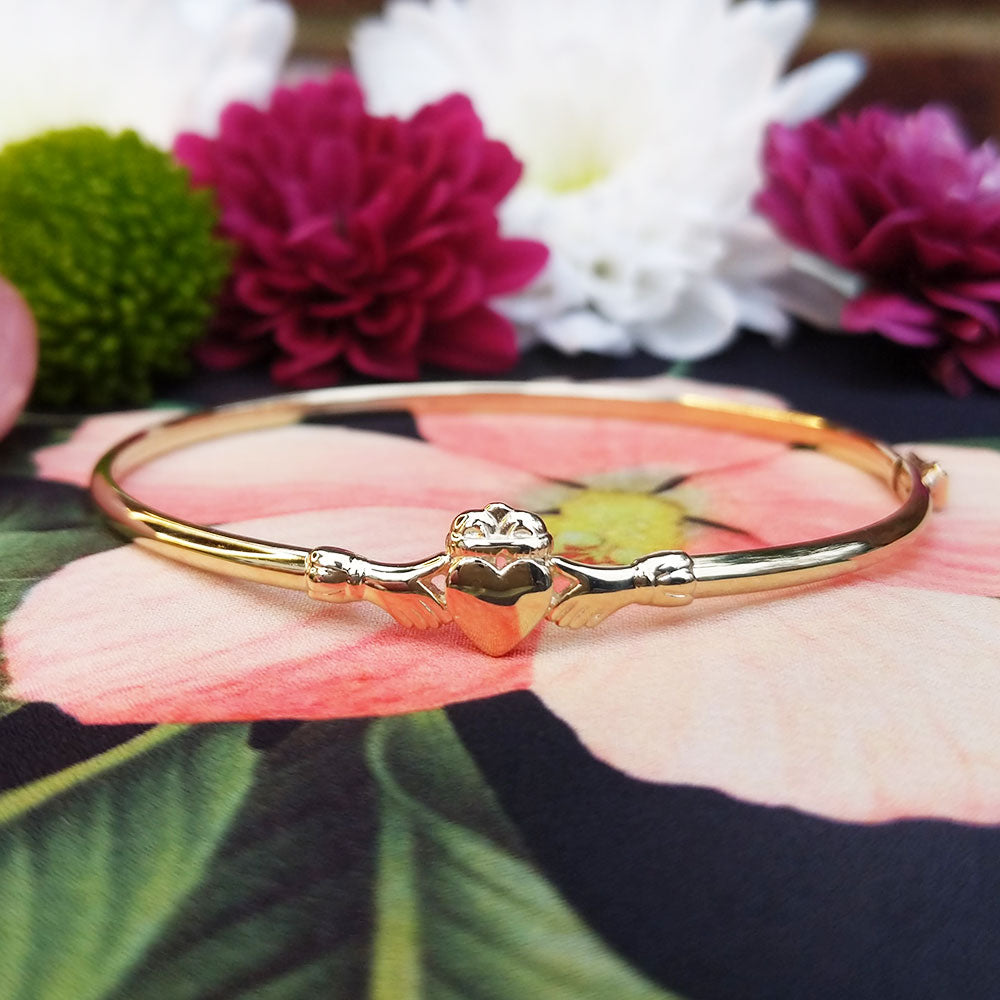 yellow gold ladies claddagh bangle