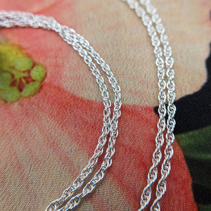 close up silver chain that comes with elephant necklace