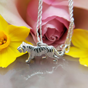 beautiful tiger pendant necklace