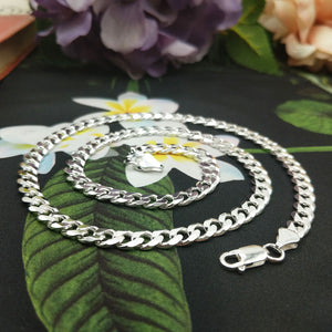 solid silver links on men's curb chain