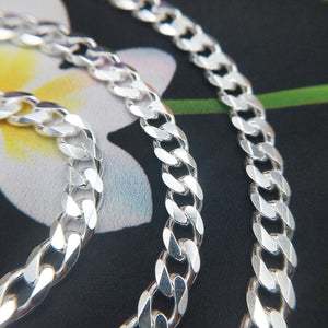 close up of 6.5mm wide bevelled curb chain links