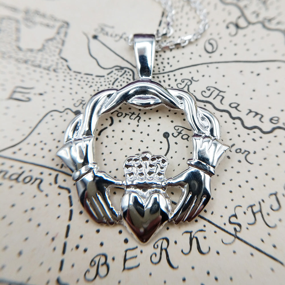women's large claddagh necklace