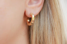 Load image into Gallery viewer, Medium Gold Hoop Earring