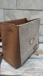 Load image into Gallery viewer, Felistianova - Muri Burlap Leather Backpack Lurik Lining