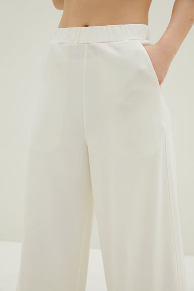 Model wearing NEIWAI's Boundless Knitted Wide Leg Capris Pants in White.