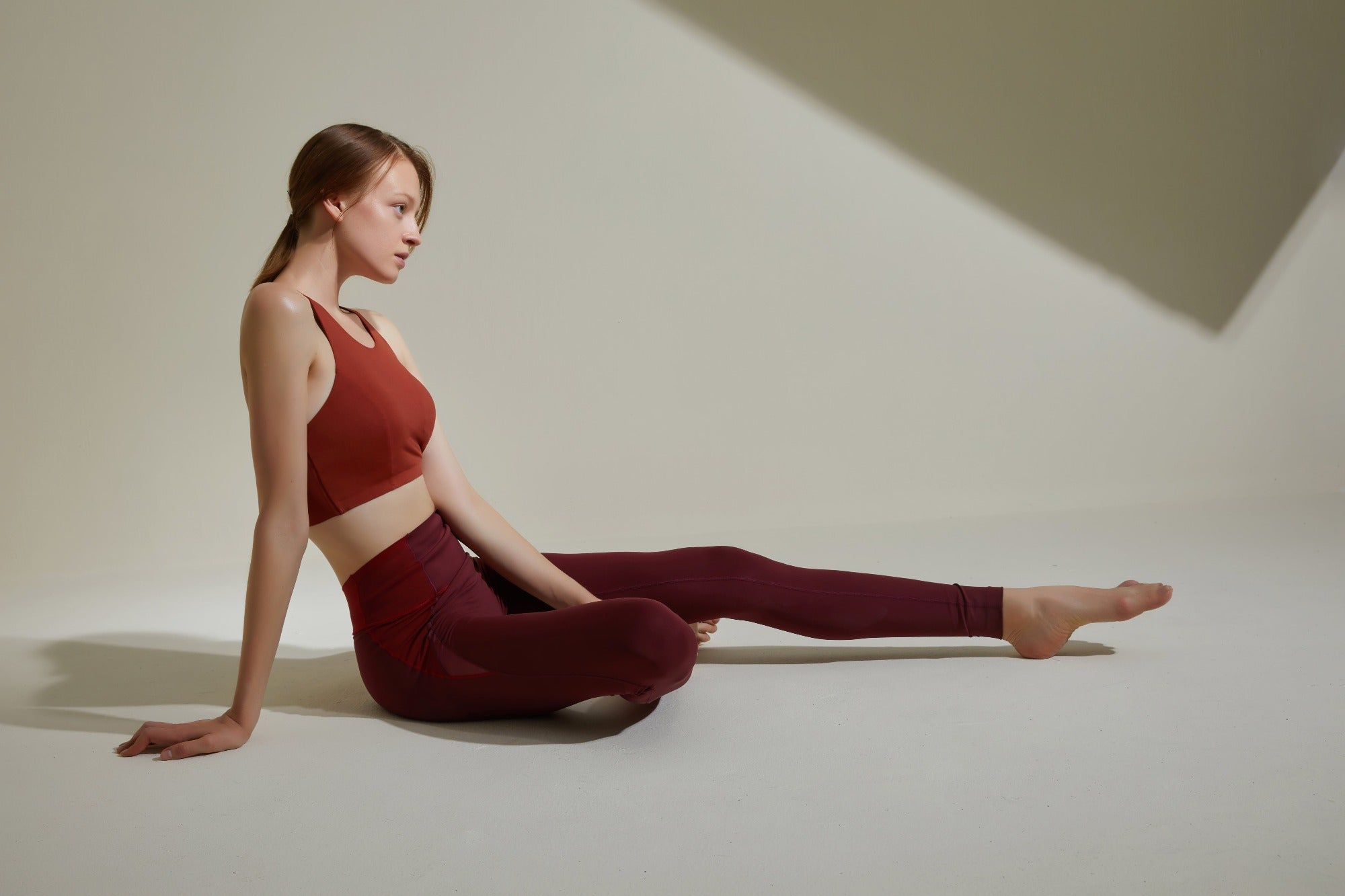 NEIWAI ACTIVE High-Waist Mesh Leggings in Cherry