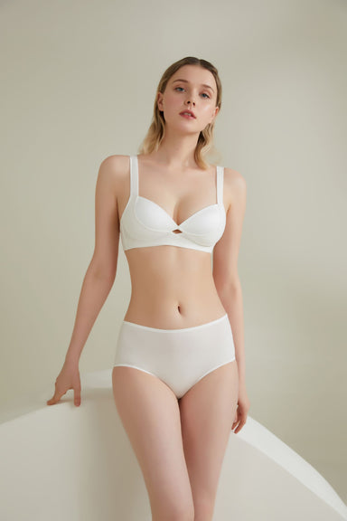 Model wearing NEIWAI's Twin Cross Wide Strap Plunge Contour Bra in Ivory.