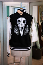 Lade das Bild in den Galerie-Viewer, Raven Skull Collegejacke Slim Fit