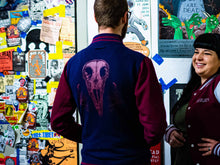 Lade das Bild in den Galerie-Viewer, Raven Skull Collegejacke Straight Fit