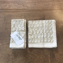 Load image into Gallery viewer, Gold Scallops Cloth Napkins Set of Four