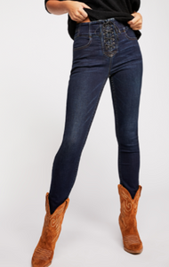 CURVY LOVERS LACE UP JEANS