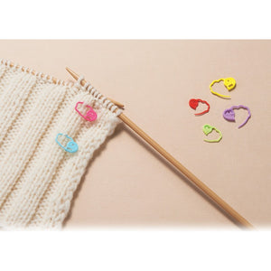 Clover Quick-Locking Large Stitch Markers on knitted fabric