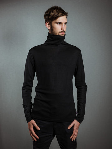 BLACK MERINO TURTLENECK