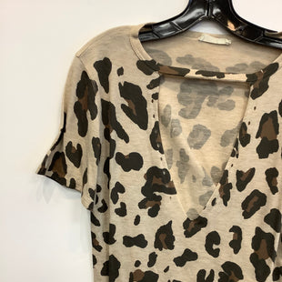 Primary Photo - BRAND:    CLOTHES MENTOR STYLE: TOP SHORT SLEEVE COLOR: ANIMAL PRINT SIZE: M OTHER INFO: PHIL LOVE - SKU: 298-29859-6175