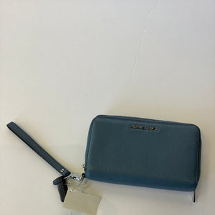 Primary Photo - BRAND: MICHAEL KORS STYLE: WRISTLET COLOR: BLUE SKU: 298-29811-53902