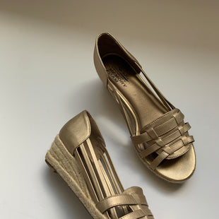 Primary Photo - BRAND: LIFE STRIDE STYLE: SANDALS HIGH COLOR: GOLD SIZE: 10 SKU: 298-29865-967