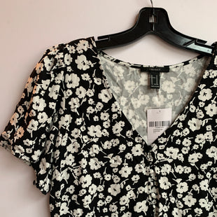 Primary Photo - BRAND: FOREVER 21 STYLE: TOP SHORT SLEEVE COLOR: WHITE BLACK SIZE: M SKU: 298-29859-5092