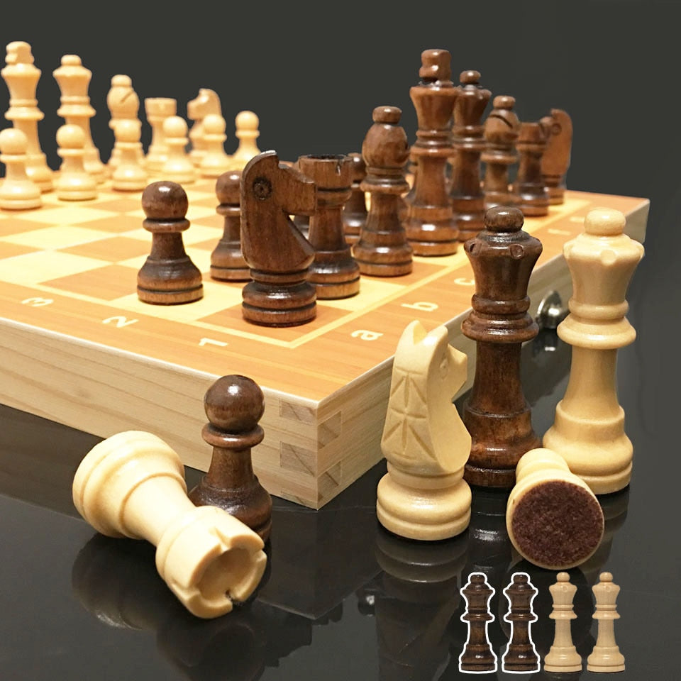4 Queens Match Wooden Magnetic Chess Set