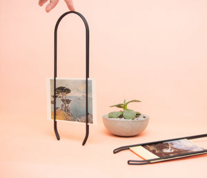 Caliper modern picture frame in black, picture wall hanger. Sustainable frame for displaying photos, art, postcards.