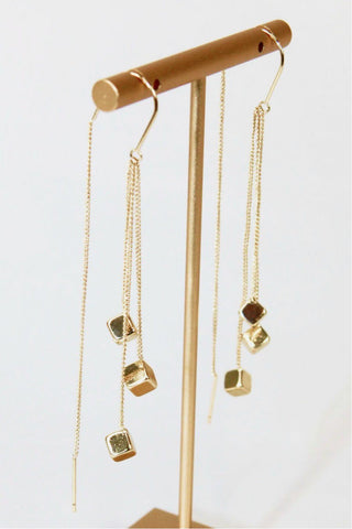 https://www.brokedownluxury.com/collections/earrings-collection/products/cubics-threader-earrings?variant=39333410046106