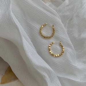 THE PERI BEADED HOOP