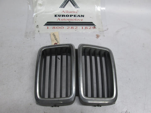 BMW E28 center kidney grille 51131873253