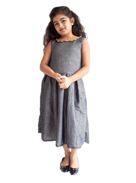 Sleeveless dark gray flit frock