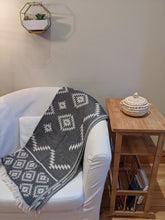 Load image into Gallery viewer, Throw | 100% Cotton | Kilim Design
