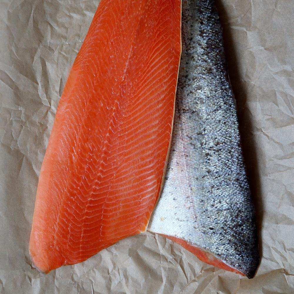 Salmon fillets without bones w/skin