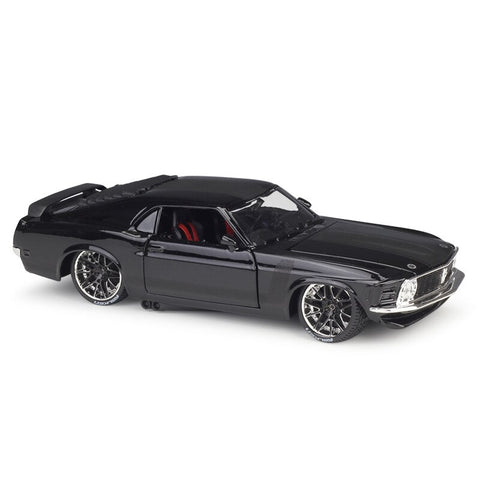 Ford Mustang Boss 302 (1970) - Maisto 1:24 Voitures