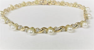 "7 3/4"" 10k yellow gold 4.5mm Pearl + Melee Diamond Bracelet"