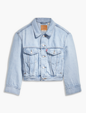 Lade das Bild in den Galerie-Viewer, CJH x Levi´s Loose sleeve Trucker Girls Jacket Light Indigo