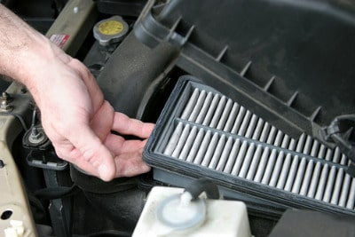 Fitting an air filter Toyota