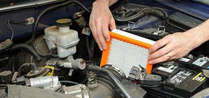 Fitting an air filter ag947