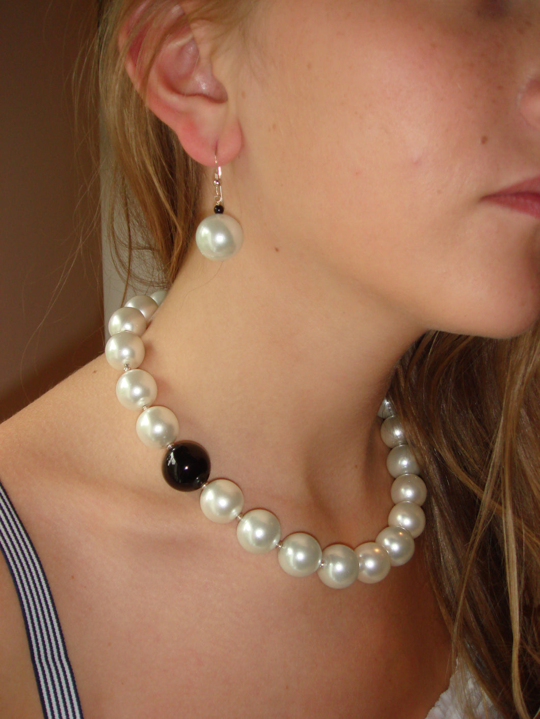 Rebecca X-Large Pearl Necklace with Single Black Onyx Ball