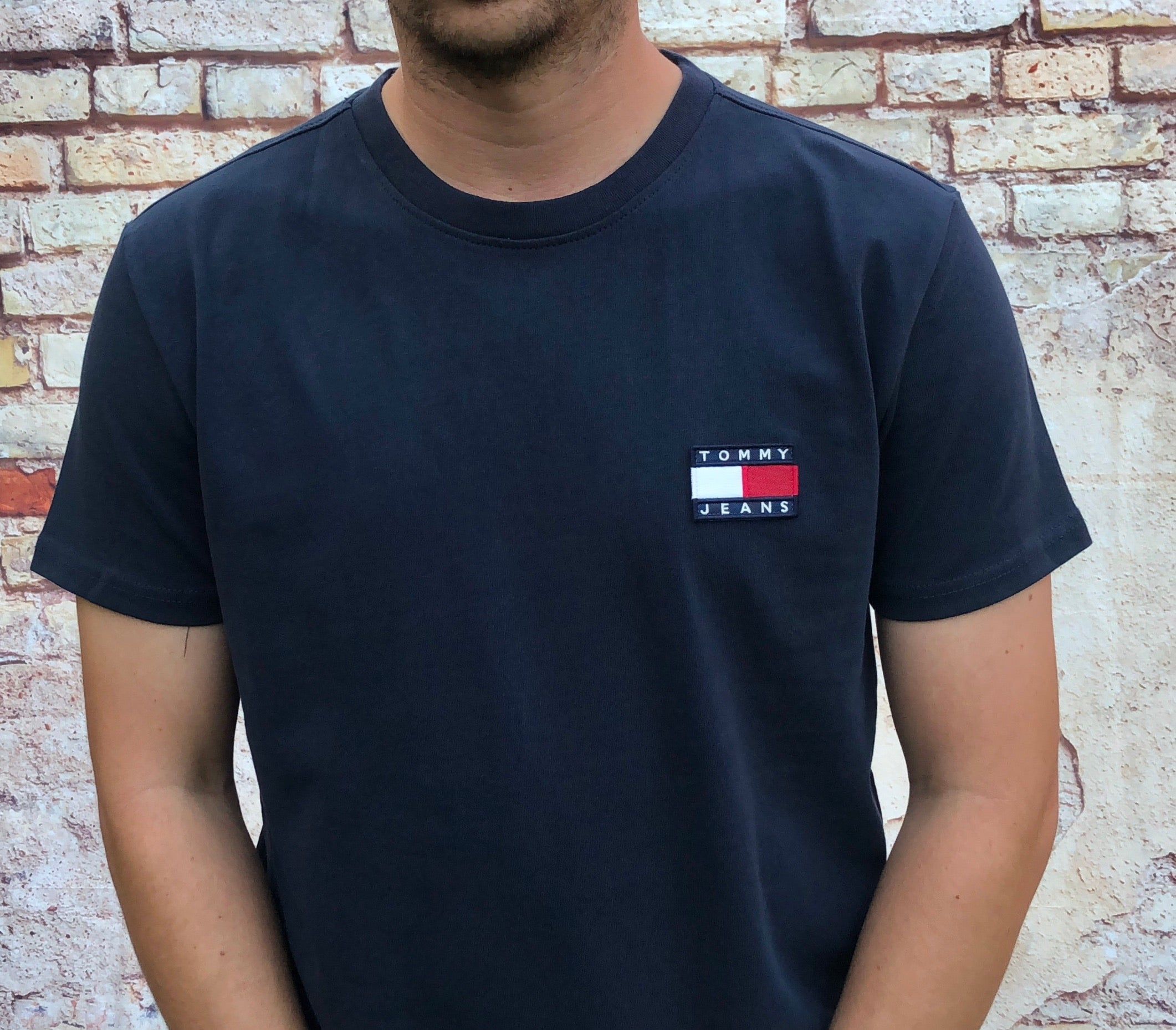 Navy Tommy Hilfiger Jeans round-neck tee shirt / Tshirt, with small, embroidered Tommy Jeans logo on the chest
