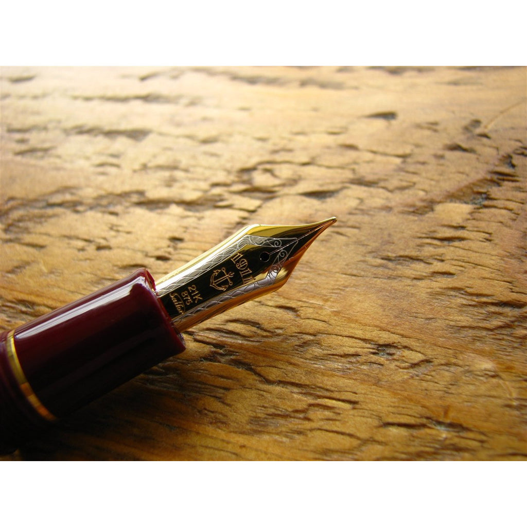 <center>Sailor Professional Gear Realo Fountain Pen - Burgundy</center>