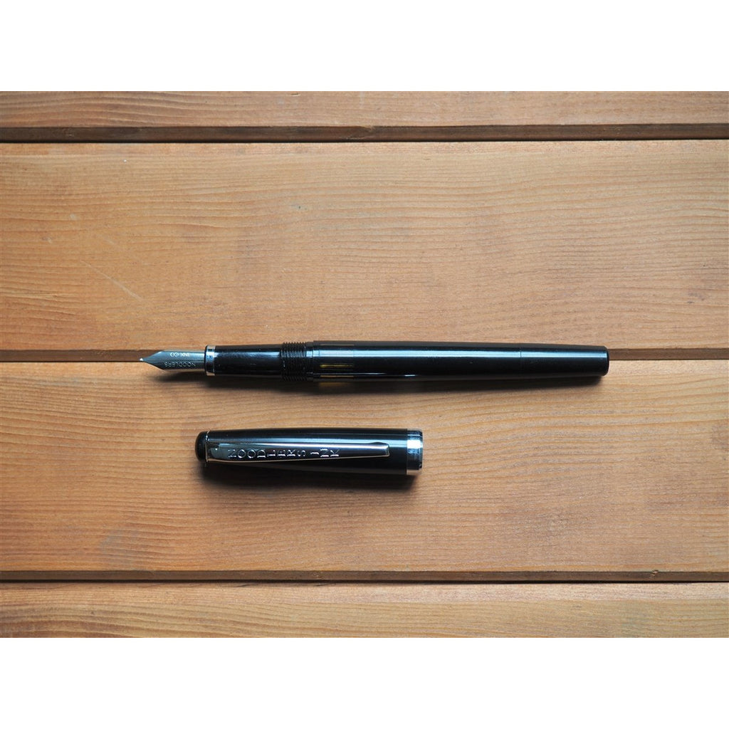 <center>Noodler's Standard Nib Creaper Flex Fountain Pen - Black</center>