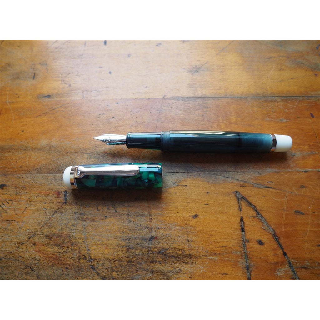 <center>Opus 88 OMAR Fountain Pen - Green</center>