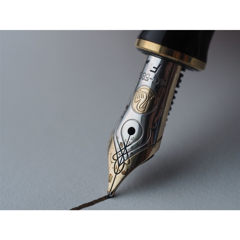 <center>Pelikan Souveran M400 Fountain Pen- Black</center>