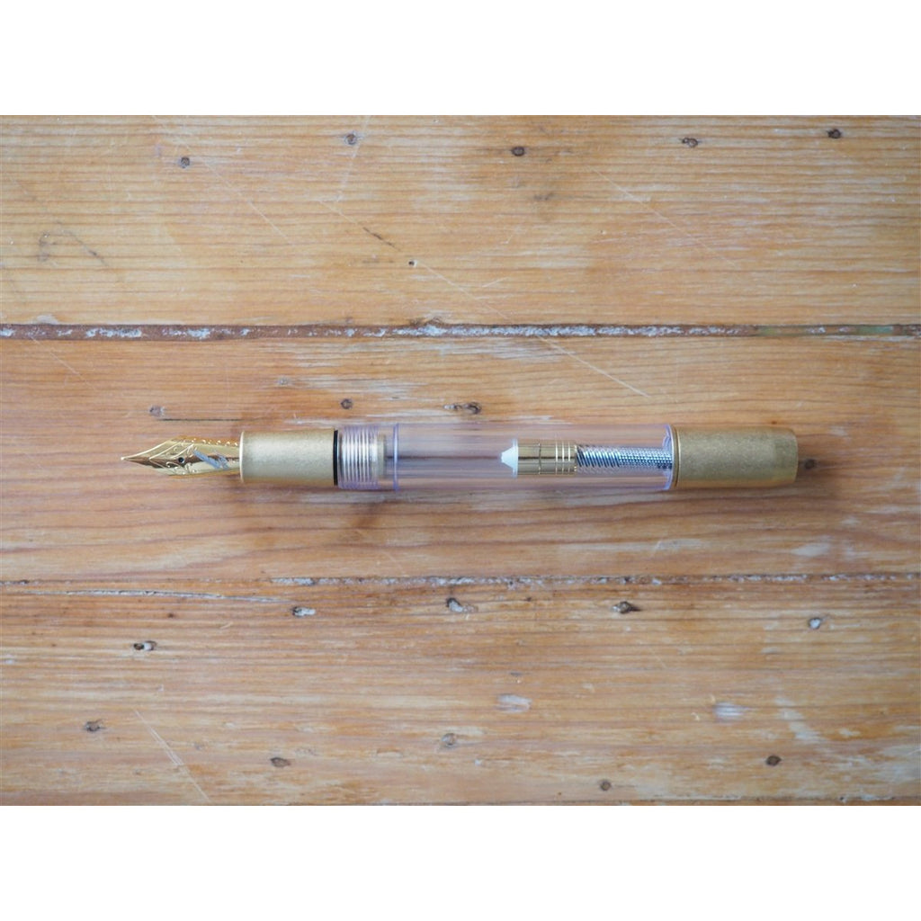 <center>Fine Writing International Fountain Pen - Golden Armour</center>