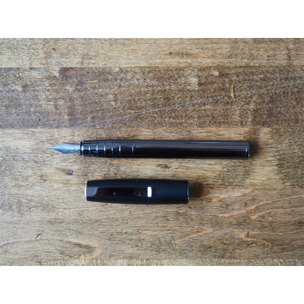 <center>Faber-Castell Loom Fountain Pen - Shiny Gunmetal</center>