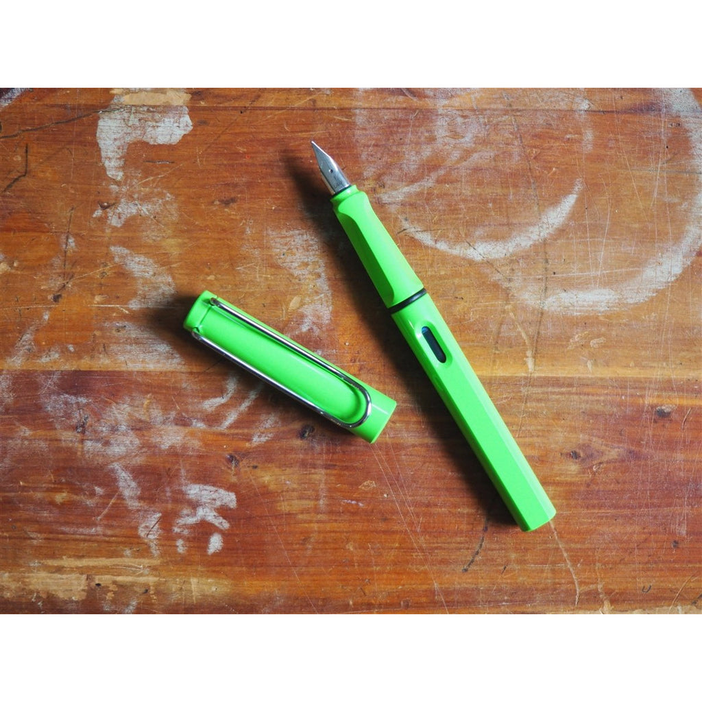 <center>Lamy Safari Fountain Pen - Apple Green</center>
