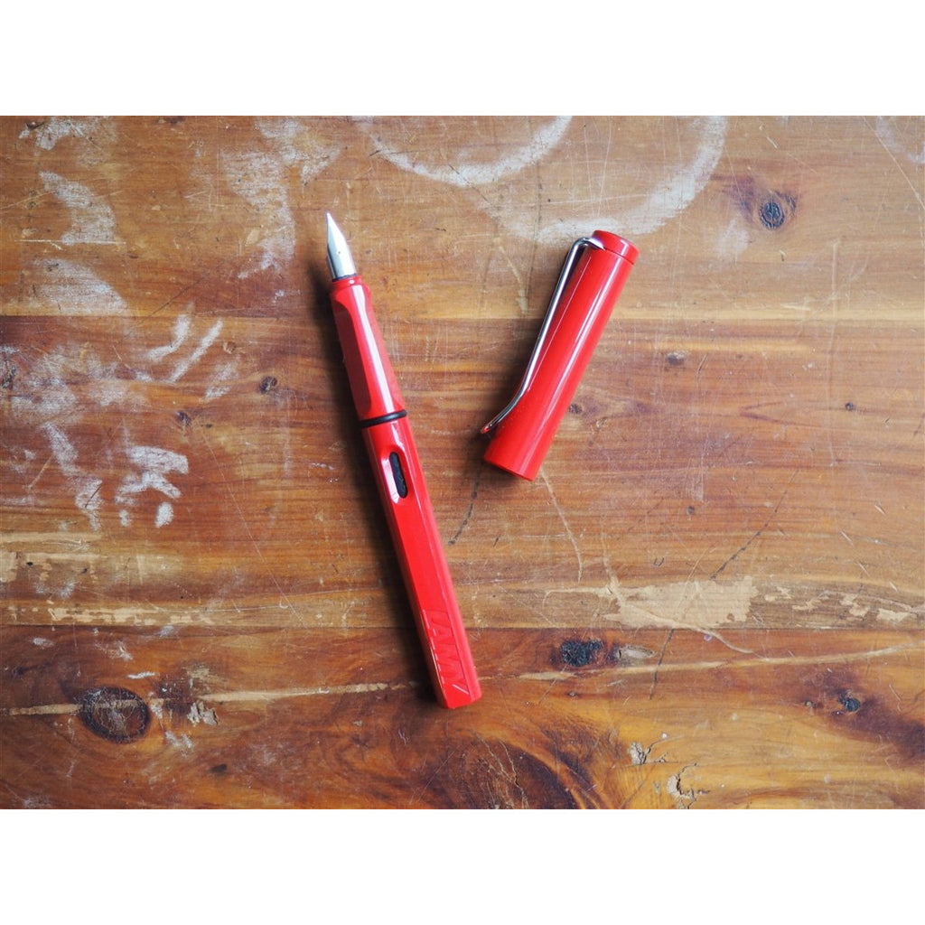 <center>Lamy Safari Fountain Pen - Red</center>