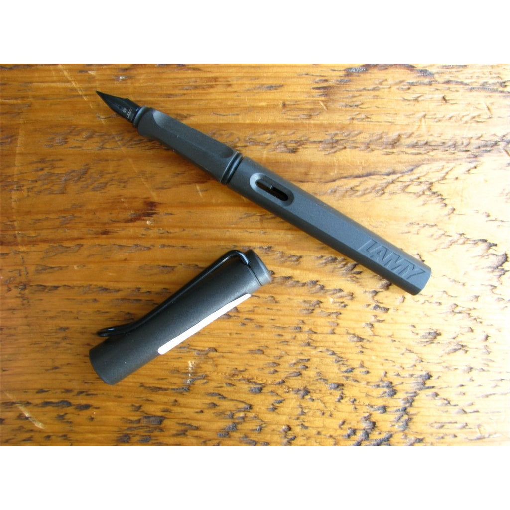 <center>Lamy Safari Fountain Pen - Charcoal Black</center>